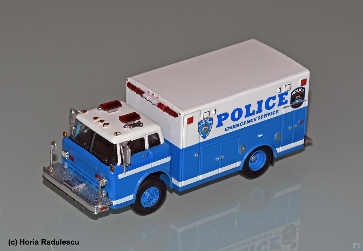 64-NYPD-ESU-Ford-Umbau-HR-1.jpg
