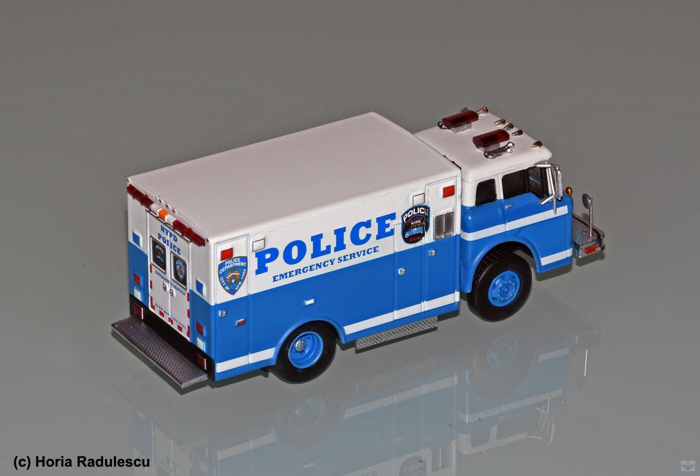64-NYPD-ESU-Ford-Umbau-HR-2.jpg