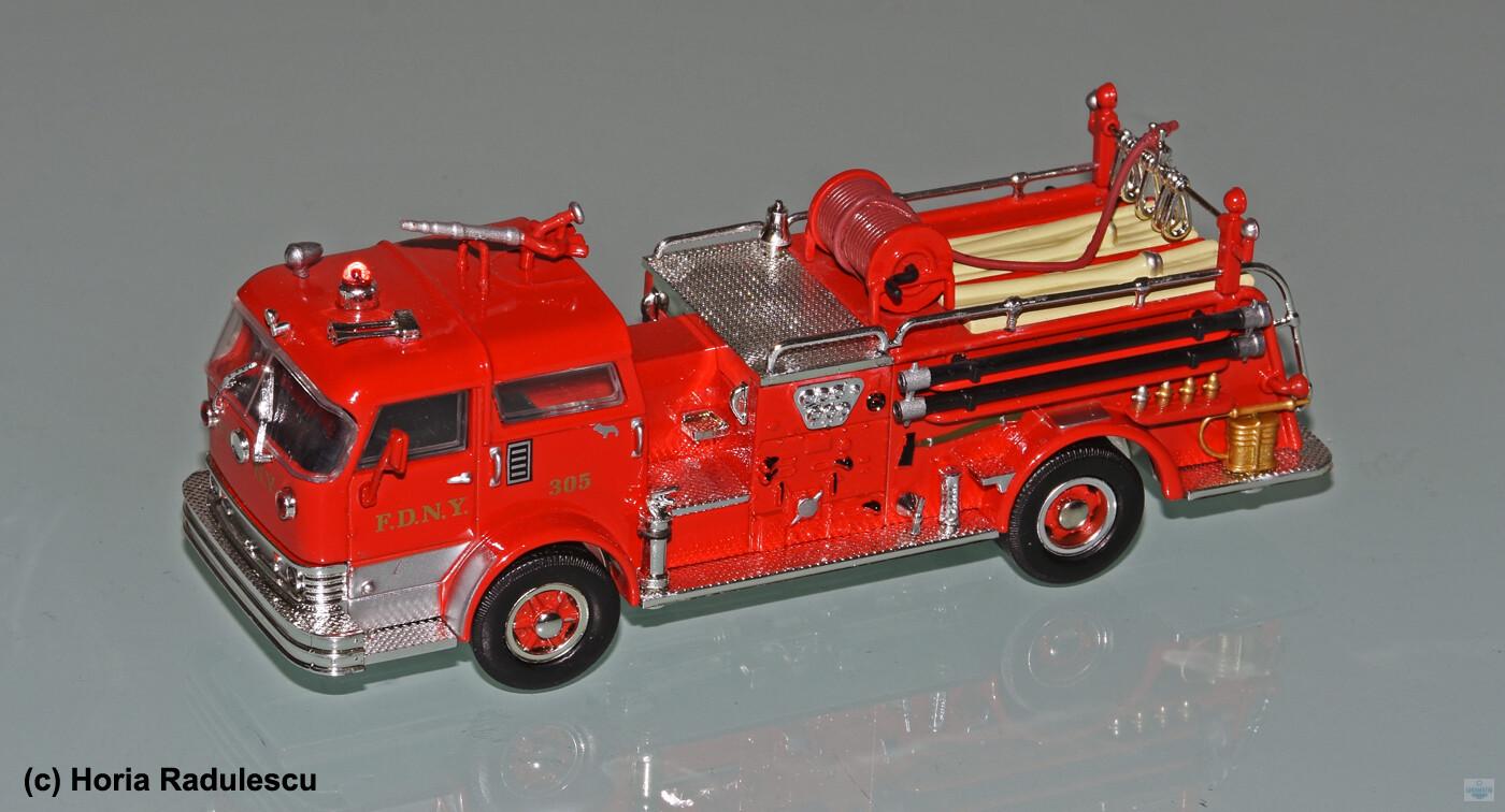 64-FDNY-Mack-C-Pumper-Amercom.jpg