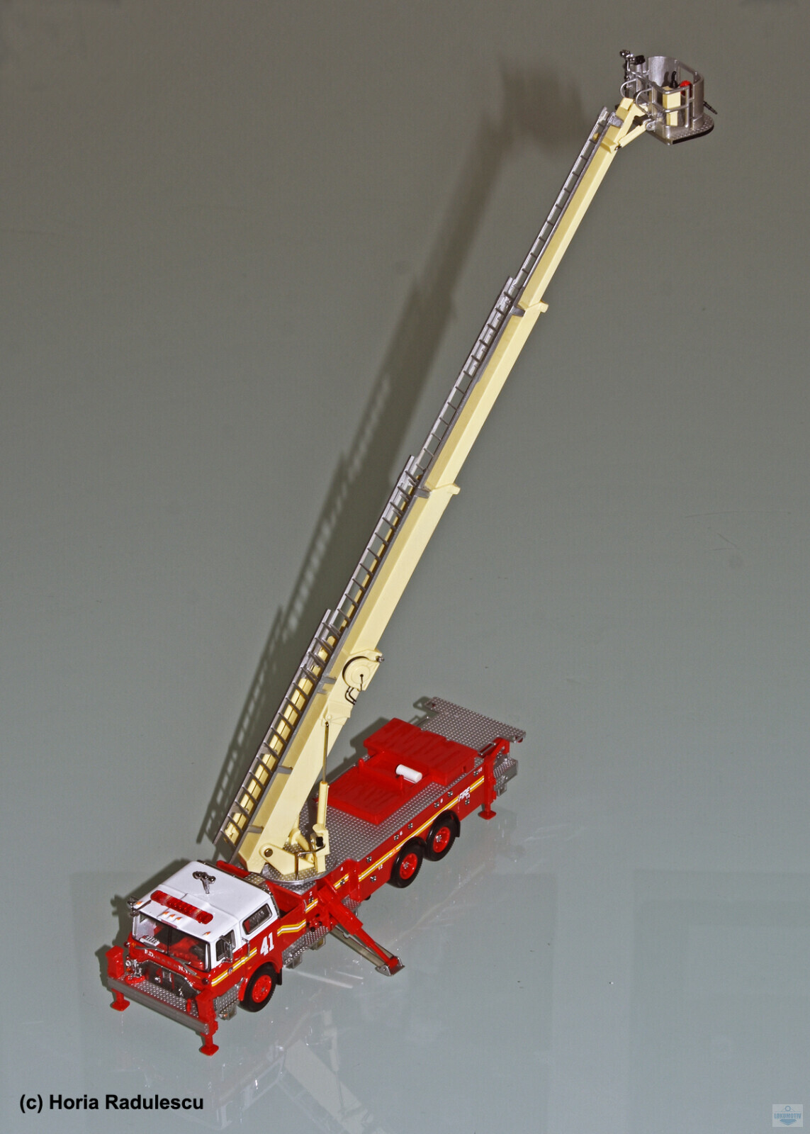 64-FDNY-Mack-CF-Ladder-41-3.jpg