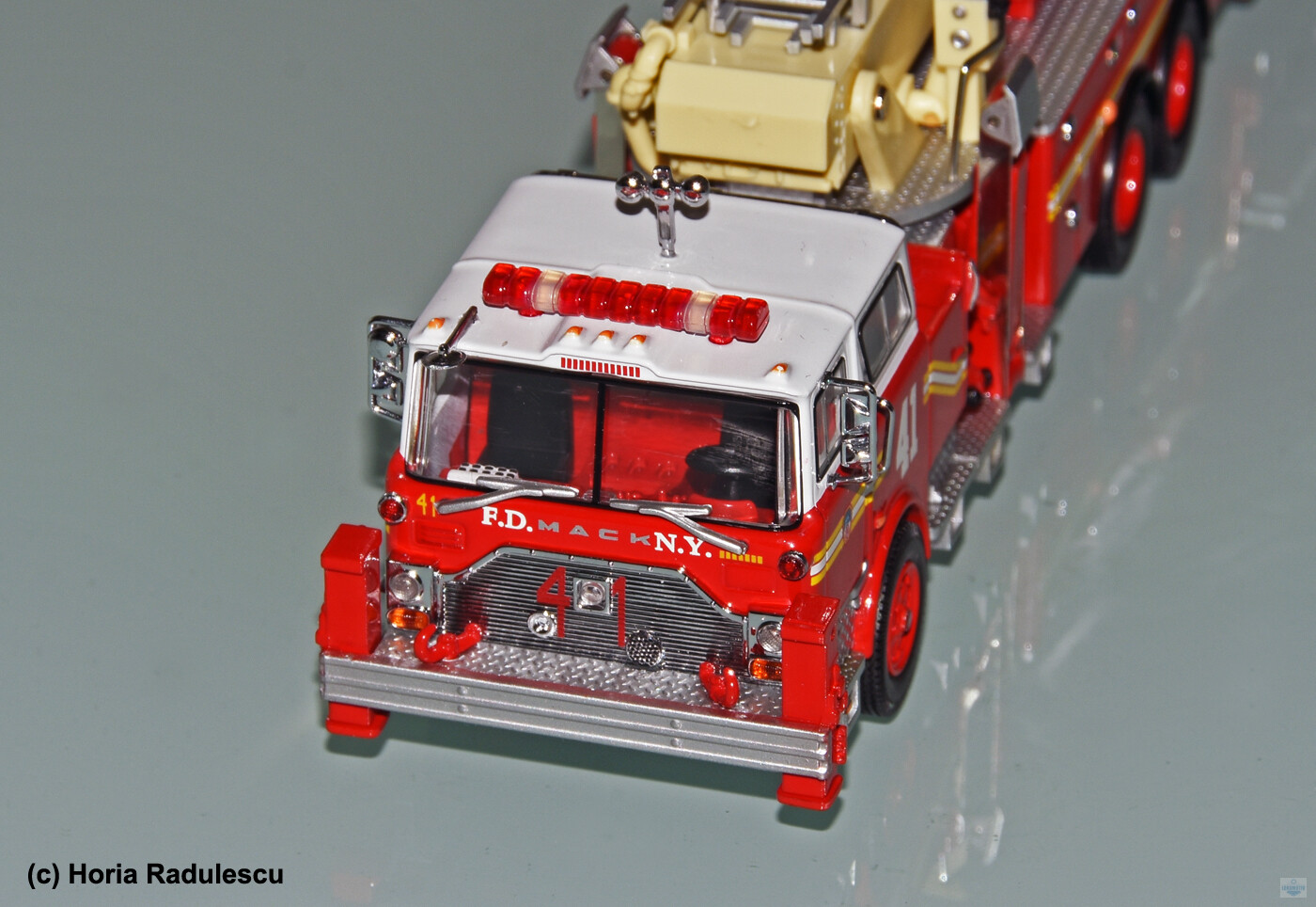64-FDNY-Mack-CF-Ladder-41-5.jpg