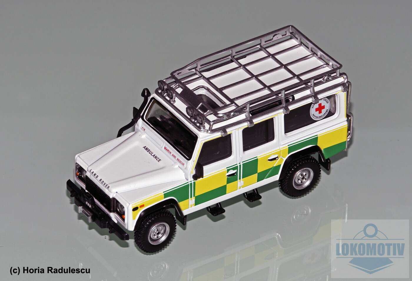 64-GB-Battenberg-Search-Rescue-Land-Rover-110-MiniGT-14b728ee3ea874129.jpg